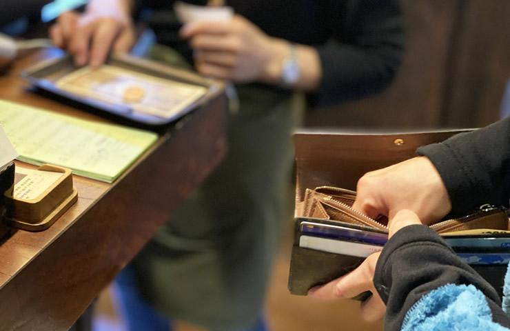 テーブルで決済できればレジで待たせる必要もない