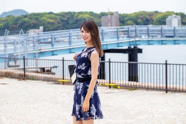 BGremoverで透過処理した女性の画像